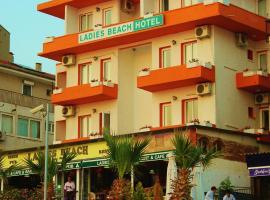 Ladies Beach Hotel, hotel in Kuşadası