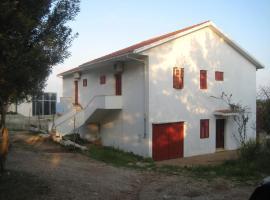 Apartments Zmaj, hotel in Zavala