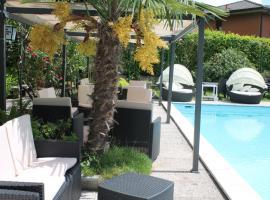 Albergo Paradiso, hotell i Maccagno Superiore