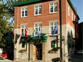 Hotel Hippocampe - Caters to Gay Men / Reserve aux hommes, hotel di Quebec City