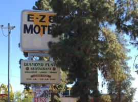 EZ 8 Motel Airporter, motel in Phoenix