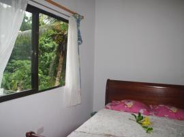 Papaya Guesthouse, hotel in Mahe