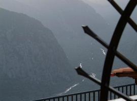 Hotel Varonos, hotel in Delphi