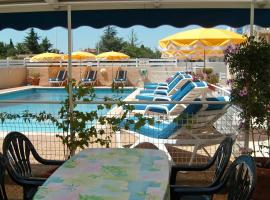 Hotel Mucrina, hotel near Le Cap d'Agde International Golf Course, Vias