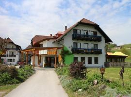 Familienparadies Reichenhauser, Hotel in der Nähe von: Wallfahrtskirche Maria Wörth, Keutschach am See