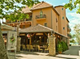 Hotel La Riva, отель в Шиофоке