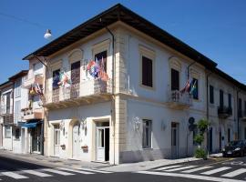 Hotel La Petite Maison, hotel in Viareggio