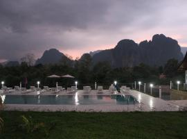 The Grand Riverside Hotel, hotel in Vang Vieng