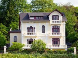 Villa l'Orante, hotel near Notre Dame de Lourdes Sanctuary, Lourdes