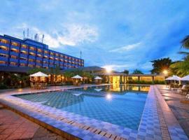 Pangeran Beach Hotel, hotel in Padang