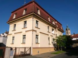 Hotel Jaro, hotel in Mělník