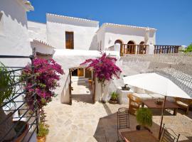 Agroturismo Can Pardal, hotel near Can Marça Caves, Sant Miquel de Balansat