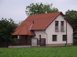 Happy Mammy Bababarát Vendégház Fészek utca, Hotel in Orosháza