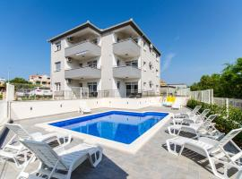 Apartments Villa Theodor, hotel with pools in Trogir
