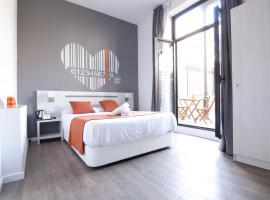 Hostal Live Barcelona, bed & breakfast i Barcelona