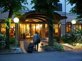 Hotel Le Ville, отель в Модене
