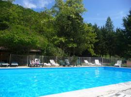 Gîtes du Domaine de Serre Long, vacation home in Saint-Maurice-d'Ibie