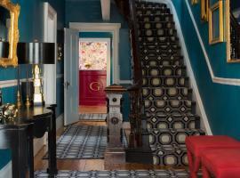 Gilded, hotel in Newport