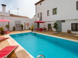 Hostal Aznaitin, guest house in Baeza