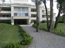 Green Park en Punta del Este, hotel near Capitán de Corbeta Carlos A. Curbelo International Airport - PDP,