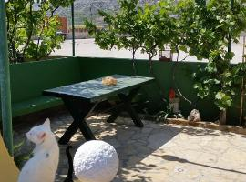 Apartments Vesna, budget hotel in Pag
