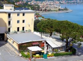 Hotel Puntabella, hotell i Varazze
