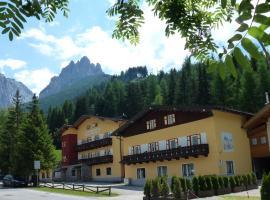 Hotel Bernard, hotel in Pozza di Fassa