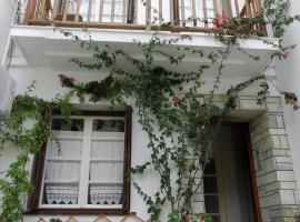 Aggela Guesthouse, hotell i Skopelos stad