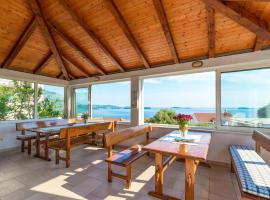 Villa Adriatic Rooms, guest house in Mlini