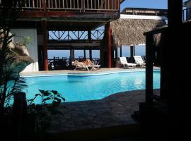 La Delphina Bed and Breakfast Bar and Grill, hotel in La Ceiba