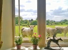 Battens Farm Cottages B&B, hotel near Leigh Delamere Services M4, Yatton Keynell