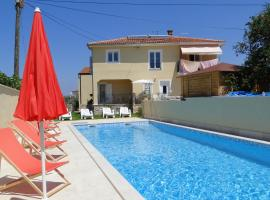 Apartments Villa Ela, hotel with pools in Umag