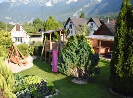 Apartments Mrakič, hotel blizu znamenitosti Kanin-Sella Nevea Ski Resort, Bovec