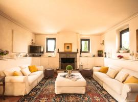 Podere La Rondine, bed & breakfast a Prato