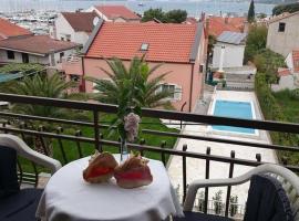 Guesthouse Adriatic, budget hotel in Biograd na Moru