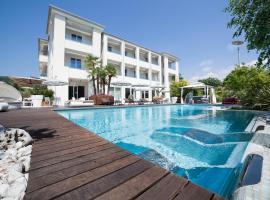 Tobago Wellness Hotel, hotel near Baia delle Sirene Park, Garda