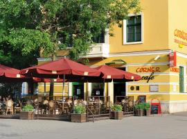 Corner Hotel & Kávéház, hotel in Dunaújváros