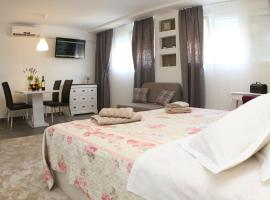 Studio Apartments Mirakul, boutique hotel in Split