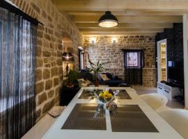 Apartments Capo - Old Town - Parking, hotel in Trogir