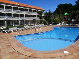 Apartamentos Coral Do Mar II, hotel with pools in Portonovo