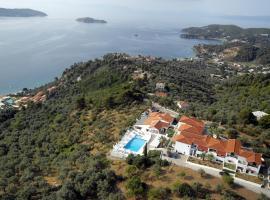 Skiathos Club Hotel & Suites, hotel in Vassilias