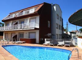 Apartamentos Coral Do Mar I, hotel with pools in Portonovo