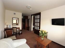 Hotel i Apartamenty Kormoran, hotel near New Town Hall, Mierki