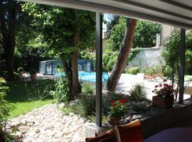 Carcas Hôtes Guest House, boutique hotel in Carcassonne