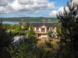 4 Pory Roku Apartamenty Domki Pokoje – hotel w mieście Nadole