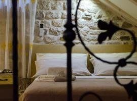 Apartments Kaja, hotel in Trogir