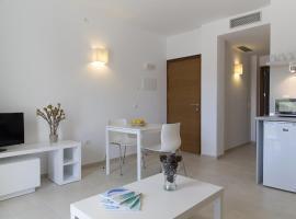 Apartaments Proa Es Pujols ( Only Adults ), hotel vicino alla spiaggia a Es Pujols