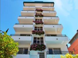 Hostal Magnolia, hotel near D'en Plaja Castle, Lloret de Mar