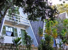 Vila Gaia Chalés, hotel near Ponta das Canas Beach, Florianópolis