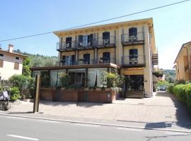 Hotel Al Caval, hotel in Torri del Benaco